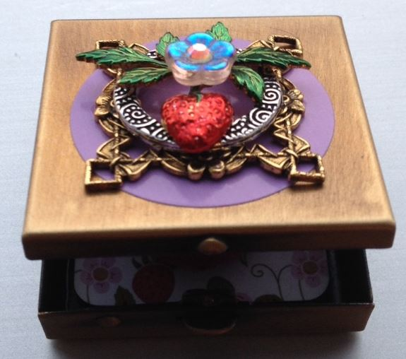 click here to view larger image of Wee Whimzi Strawberry Box (accessory)