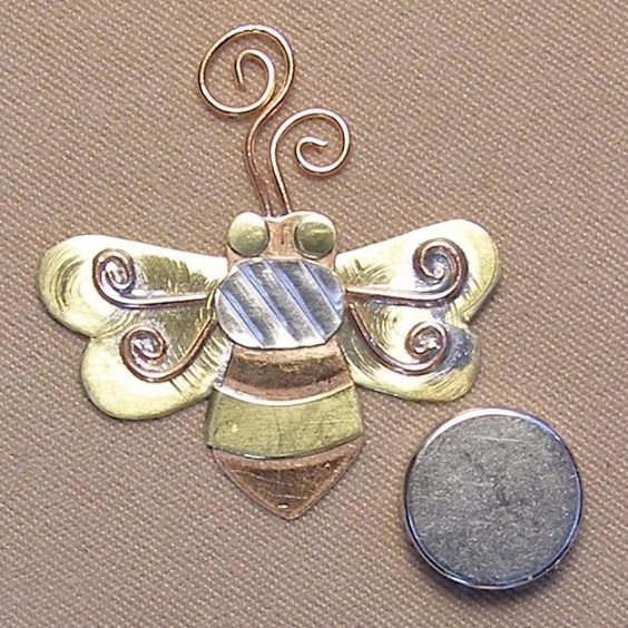 click here to view larger image of Bee Magnetic Needle Nanny (accessory)