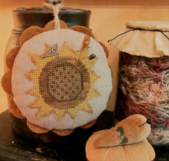 click here to view larger image of Sunflower Love Pin Cushion (chart with charms/buttons)