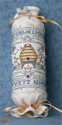 click here to view larger image of Bumblebee Needle Roll (chart with charms/buttons)