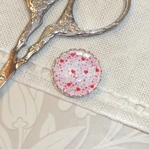 click here to view larger image of Mini Valentine Needle Minder (accessory)