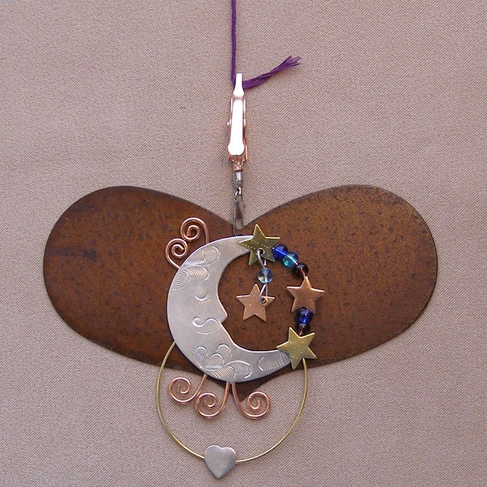 click here to view larger image of Heart With Moon Thread Separator - 4.25 inches (accessory)