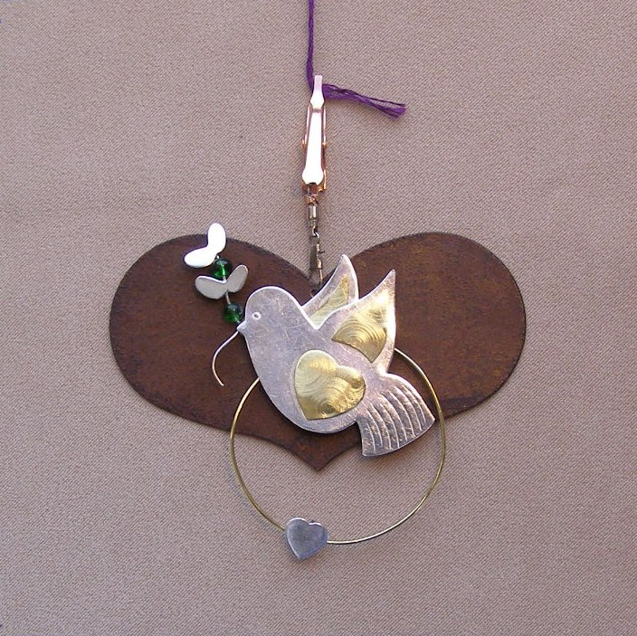 click here to view larger image of Heart With Peace Dove Thread Separator - 3.5 inches (accessory)