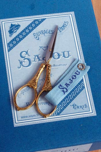 click here to view larger image of Flowers and Pearls Scissors (accessory)