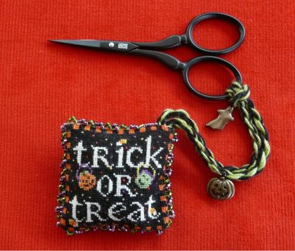 click here to view larger image of Trick Or Treat, My Pretty - Scissor Fob (chart with charms/buttons)