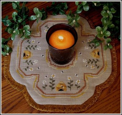 click here to view larger image of Little Candle Mats - Honey Bees (chart)