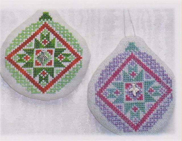 click here to view larger image of Old Fashion Quilt Ornament - Friendship Star Quilt (chart with charms/buttons)