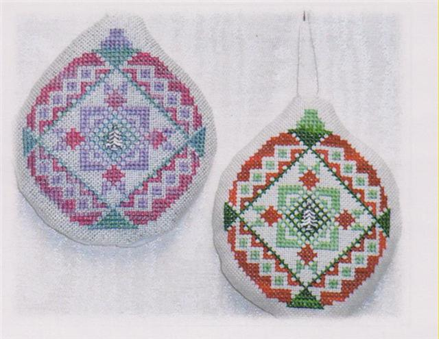 click here to view larger image of Old Fashion Quilt Ornament - Eagle Feathers Quilt (chart with charms/buttons)