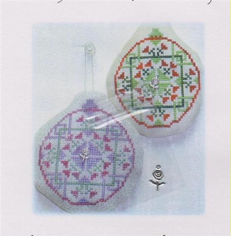 click here to view larger image of Old Fashion Quilt Ornament - China Rose Quilt (chart with charms/buttons)