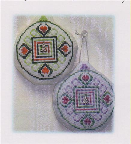 click here to view larger image of Old Fashion Quilt Ornament - Log Cabin Quilt (chart with charms/buttons)
