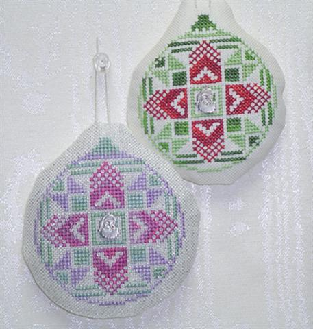 click here to view larger image of Old Fashion Quilt Ornament - Christmas Star (chart with charms/buttons)