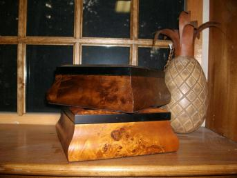 click here to view larger image of Light Burl Crossed Veneer Felt Lined Hinged Box (8 1/4 x 6 1/4) (accessory)